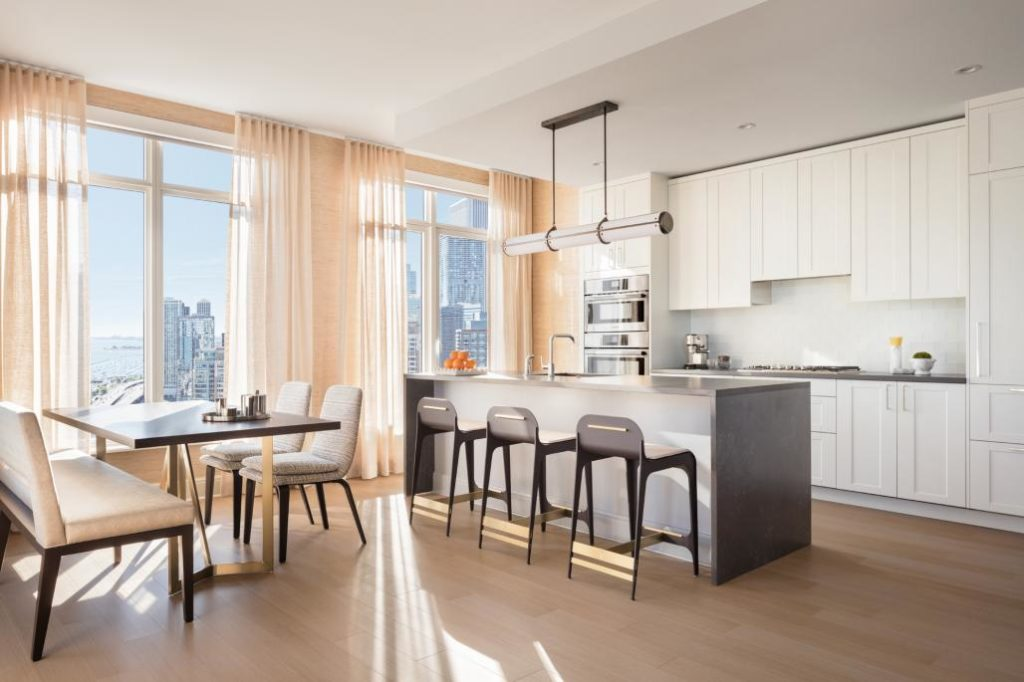 4 Bedroom Luxury Apartments Near Downtown Chicago