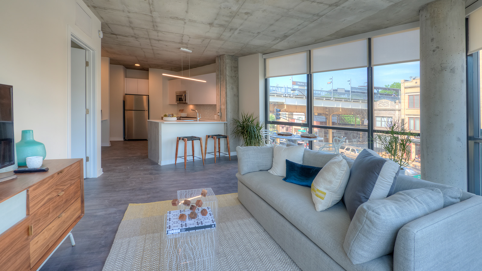 Looking for luxury apartments for rent near downtown Chicago's Lakeview neighborhood?