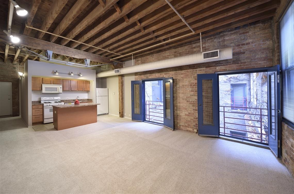 Looking for Loft apartment for rent near Old Town on Wells Street?