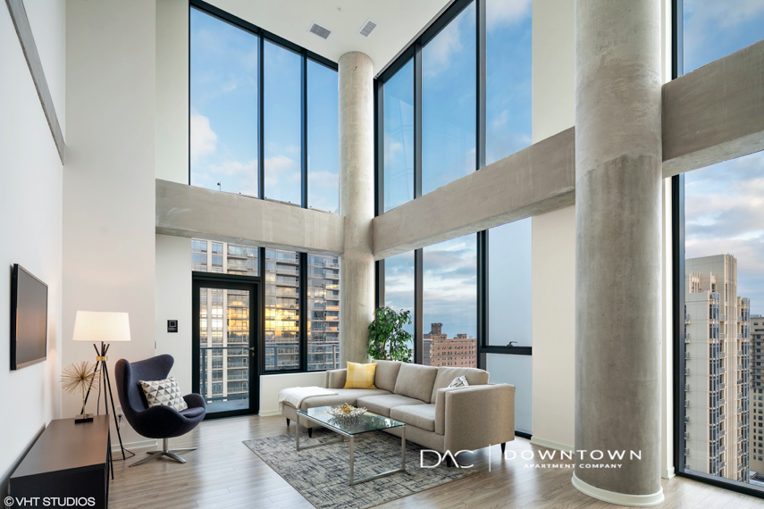 Now hiring leasing agents in downtown Chicago