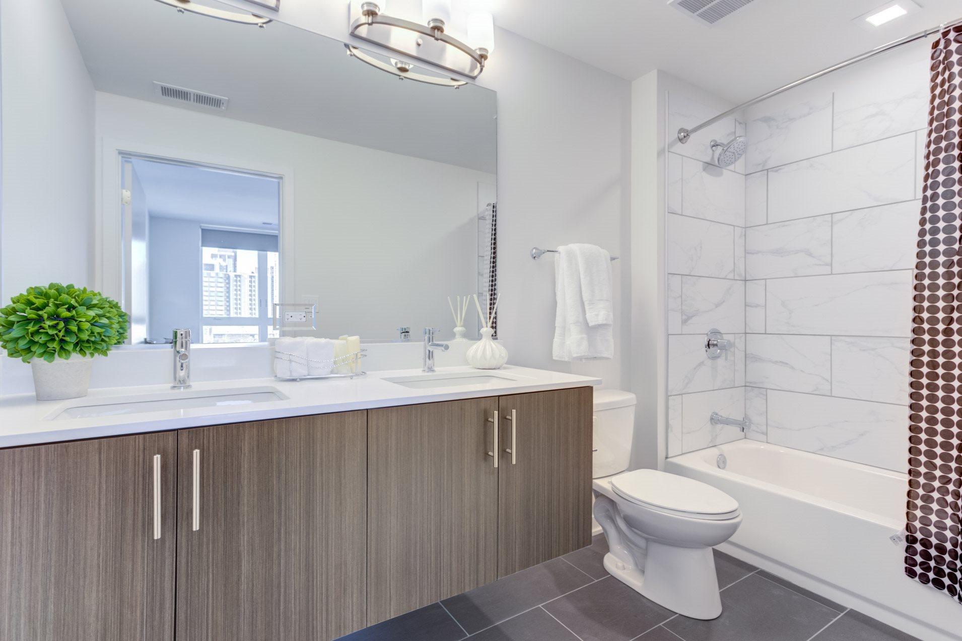 Now leasing! Looking for luxury apartments for rent near Old Town Chicago? Wells Street Pet Friendly Apartments available now