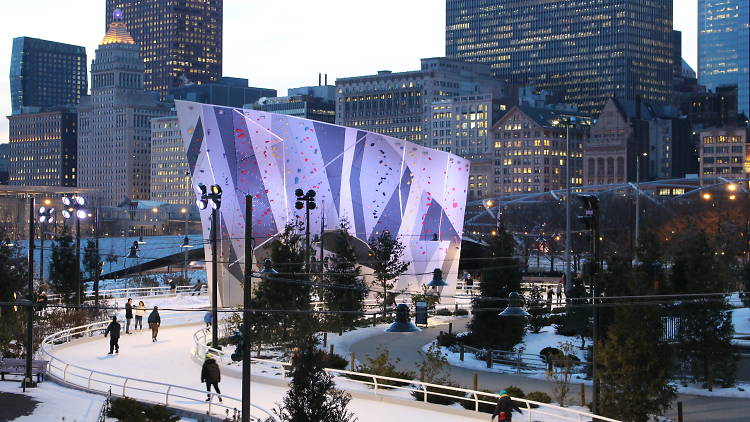 Looking for outdoor social distant holiday things to do near downtown Chicago? Activities in the Loop!