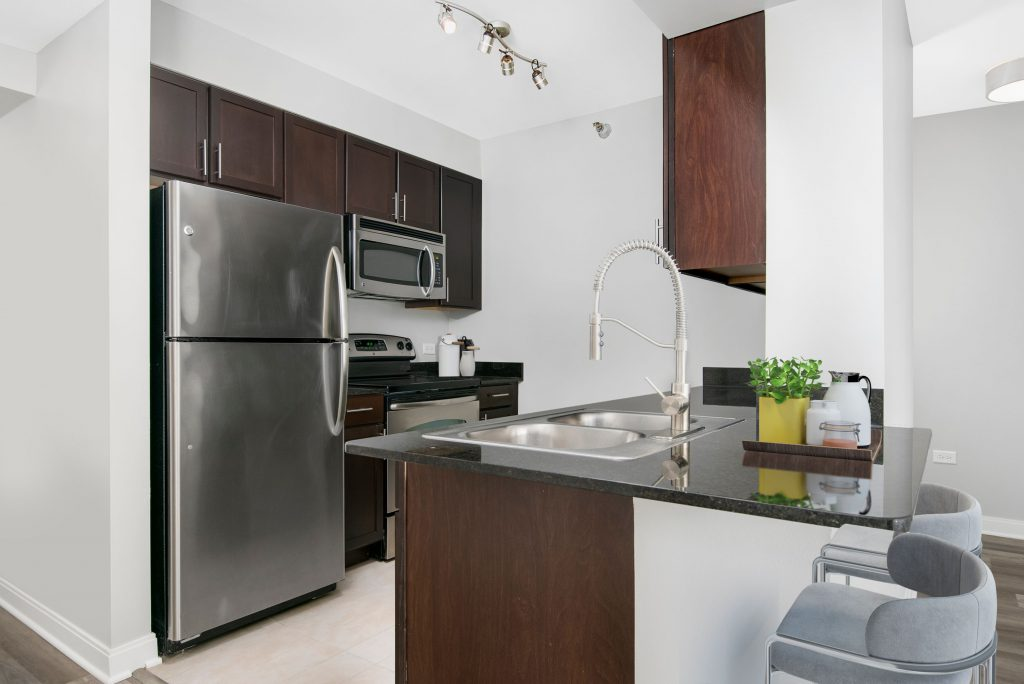 Lake and Wells Apartments Looking for luxury apartments for rent near Chicago downtown loop? CTA Blue Line